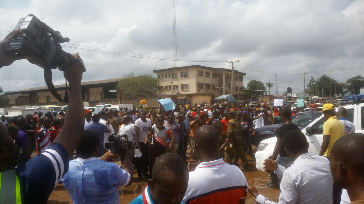 #EdoDecides : Protest erupts outside INEC office in Benin