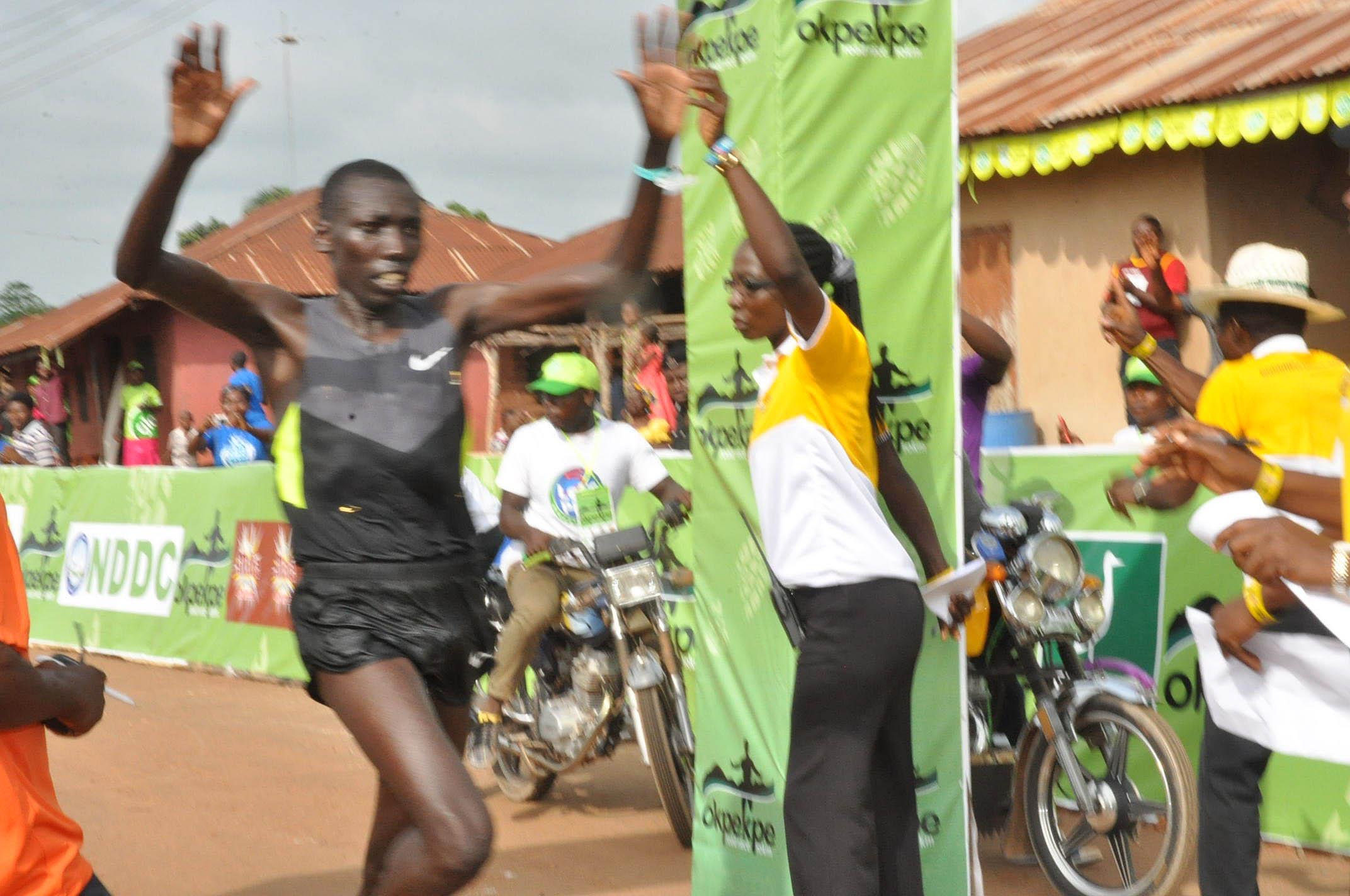 PIC. 7. MOSES MASSAI FROM KENYA WINNING THE OKPEKPE   INTERNATIONAL 10KM ROAD RACE IN AUCHI , EDO  BY 59.3SEC.