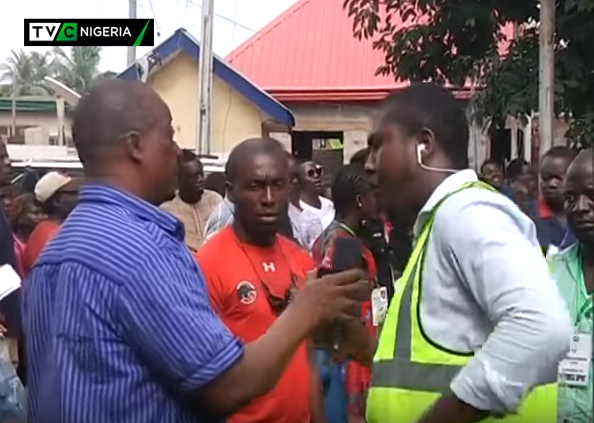 #AnambraVotes: Electoral official attempts to stop TVC News' activities