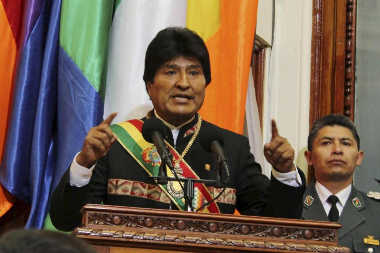 Bolivia's President Evo Morales speaks during a ceremony to mark 10 years of his administration during a session of congress in La Paz, Bolivia January 22, 2016. REUTERS/Bolivian Presidency/Handout via Reuters