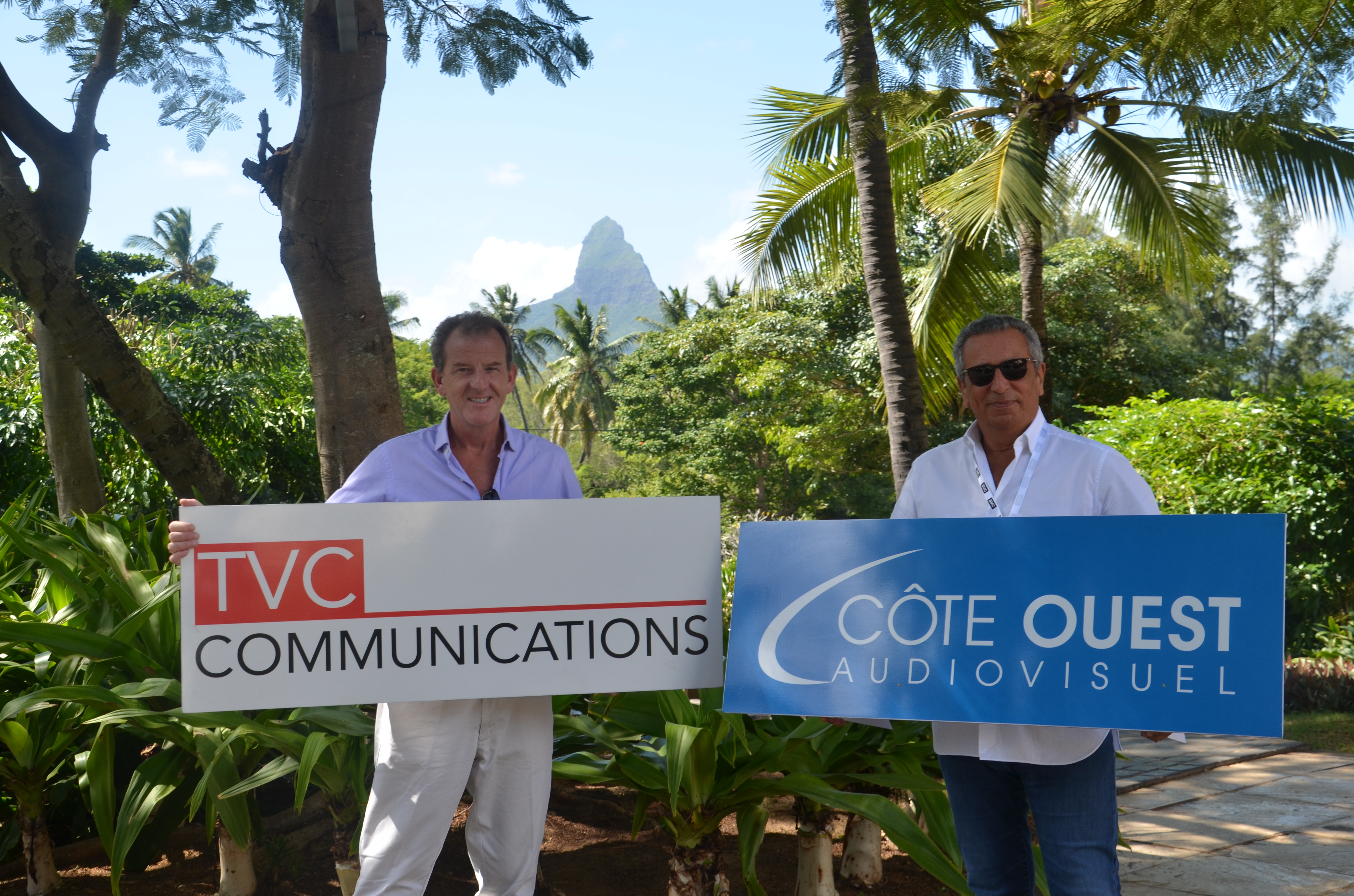 L-R: Chief Executive Officer, TVC Communications, Andrew Hanlon and Côte Ouest Chief Executive Officer, Bernard Azria during the announcement in Mauritius.