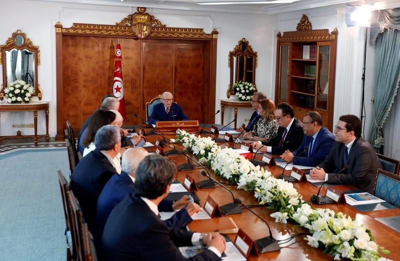 Tunisia's President Beji Caid Essebsis (C) speaks during a meeting at Carthage Palace in Tunis, Tunisia, May 25, 2018.    REUTERS/Zoubeir Souissi