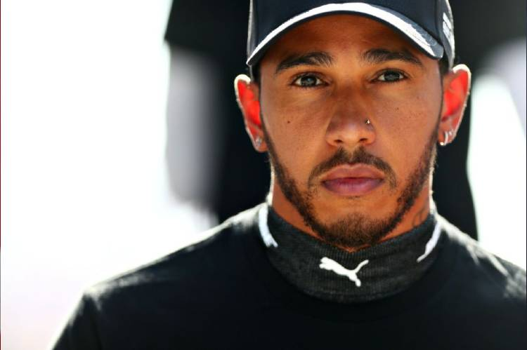 Lewis Hamilton to be knighted by Queen Elizabeth