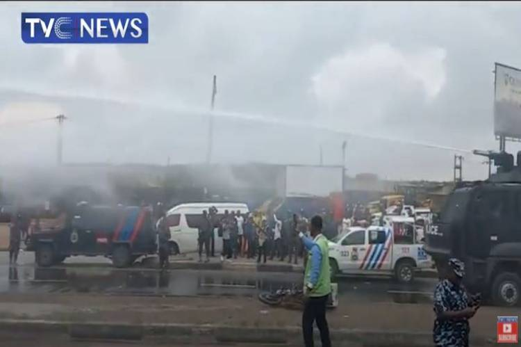 Latest About Yoruba Nation Rally Updated: Police disperse agitators at Ojota with water cannon, teargas