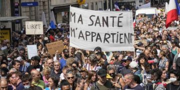 France protests covid-19 vaccination