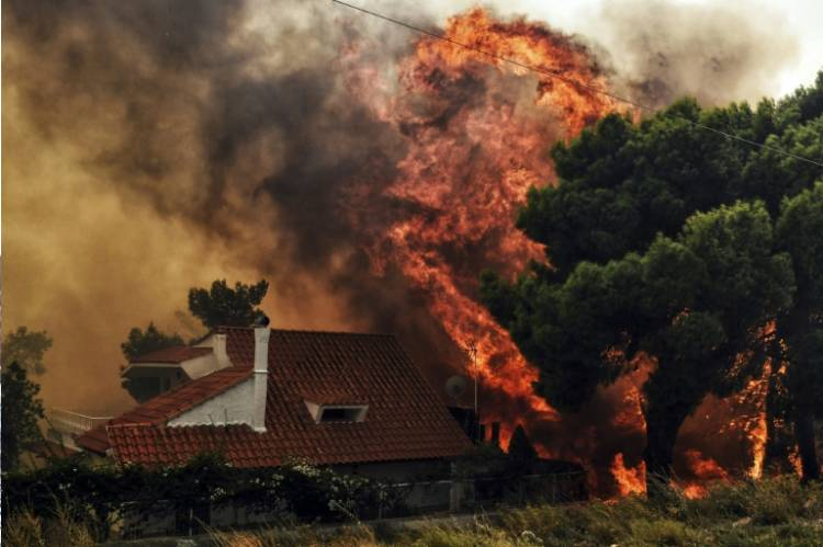 Latest news about Thousands flee homes in Anthens as wildfire rages in heat waves