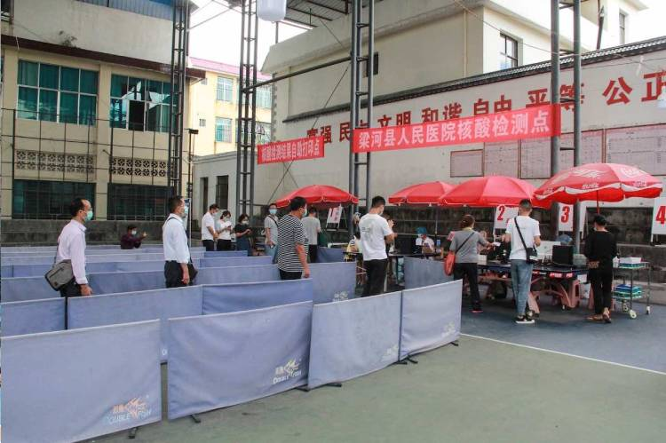 COVID-19: Wuhan distributes supplies to residents under new lockdown
