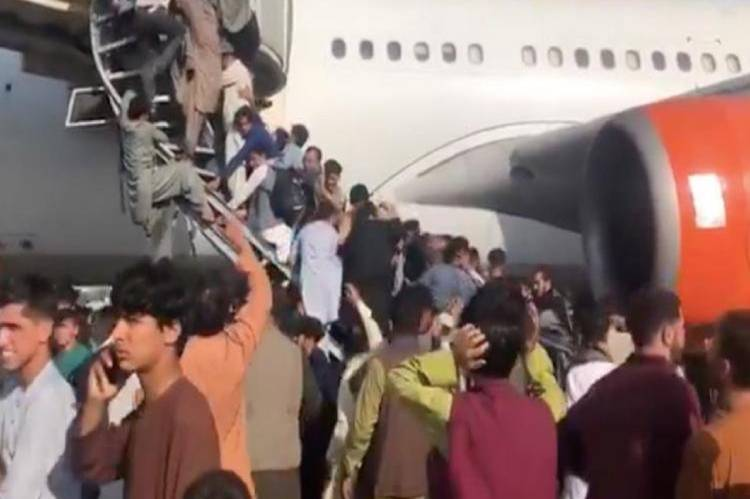Taliban urge people to leave Kabul airport following death of twelve persons