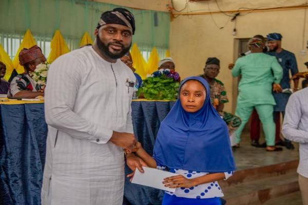 Another 100 Students benefit from Oyo Speaker's Bursary program