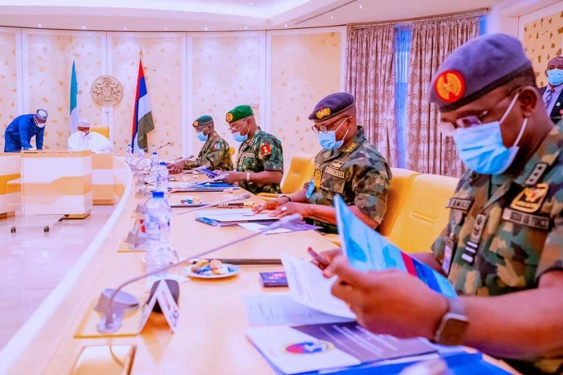 SPresident Buhari meets Service chiefs, others