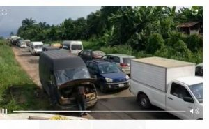 Latest Breaking News about Infrastructure: Starnded Commuters lament over Benin- Watrri Road