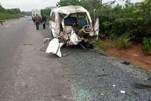 Bus collision in Oyo leaves at least 18 dead